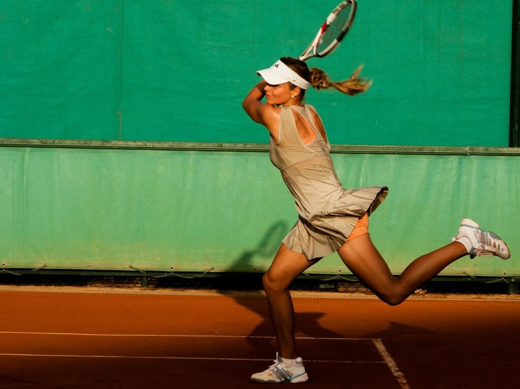 tennis-player-1246768_1280